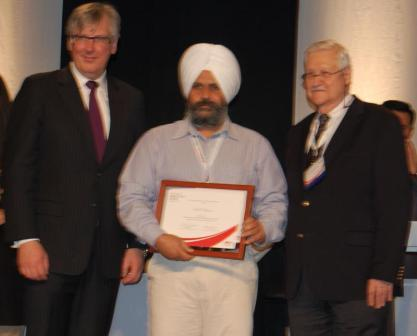 Dr Brien Lang on the left of Dr Cheema and  on right side Dr Robert Gottlander President Global Marketing and Products NOBEL BIOCARE.